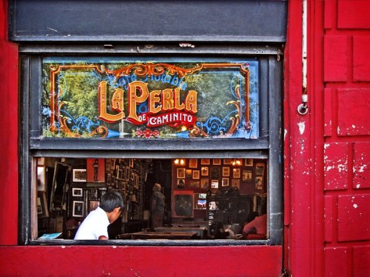 Vetrata del Cafè La Perla a Buenos Aires