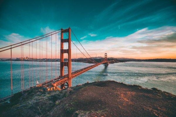 Il ponte Golden Gate al tramonto a San Francisco
