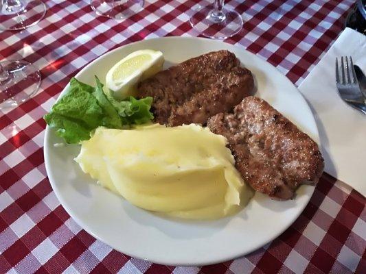 Piatto di salsiccia e purè di patate alla osteria Al Vecchio Stallo di Udine