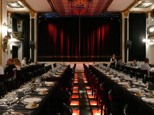 Sala da pranzo nel teatro Piazzolla a Buenos Aires