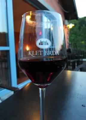 Calice di vino della cantina Klet Brda in Slovenia