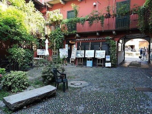 Il Cortile degli Artisti sul Naviglio Grande a Milano