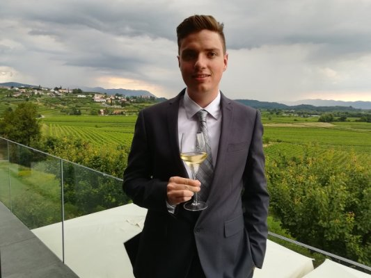 Riccardo Tomada nel ristorante del Castello di Gredić nel Brda in Slovenia