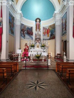L'interno della chiesa di San Martino a Šmartno nel Brda in Slovenia