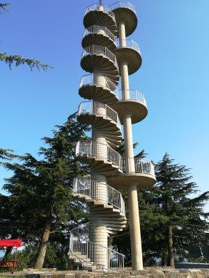 La torre panoramica di Gonjače nel Brda in Slovenia