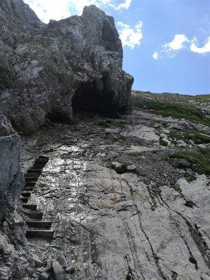 Gradoni in legno lungo il sentiero Spinotti Alpi Carniche