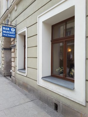 L'ingresso del bar mleczny Pod Temidą a Cracovia