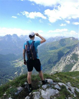 Riccardo Tomada sul Costone Stella lungo il sentiero Spinotti nelle Alpi Carniche