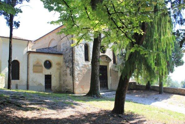 La facciata delle Chiesa di San Gottardo ad Asolo