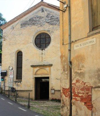 La facciata della Chiesa di Santa Caterina ad Asolo
