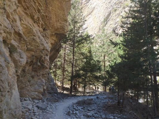 Il sentiero all'interno delle Gole di Samaria a Creta
