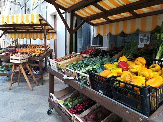 Negozio di frutta e verdura a Specchia in Salento