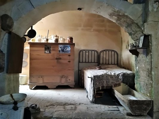 Interno di una Casa Grotta a Matera