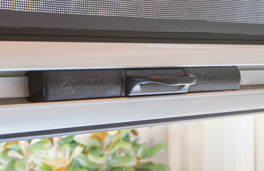 Cheap Outdoor Blinds Adelaide | Centre Locking Mechanism