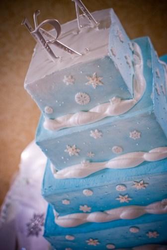 blue wedding cake, wedding colors