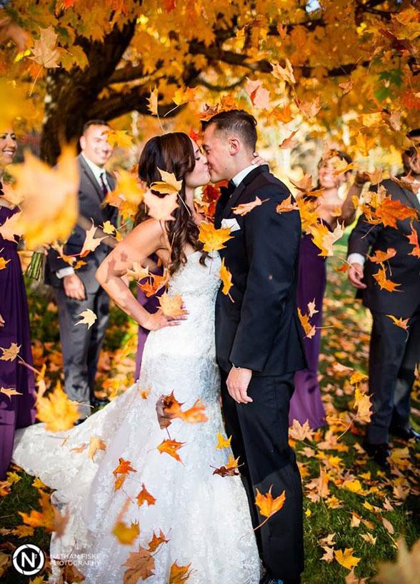 fall wedding kiss photo autumn leaves trees ceremony
