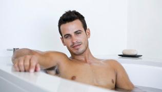 Rimedi naturali contro insonnia stress e ansia bagno caldo con lavanda e camomilla per un buon