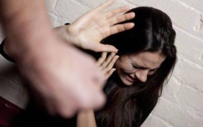 #BASTAVIOLENZA La moglie si uccide dopo trent'anni di botte.