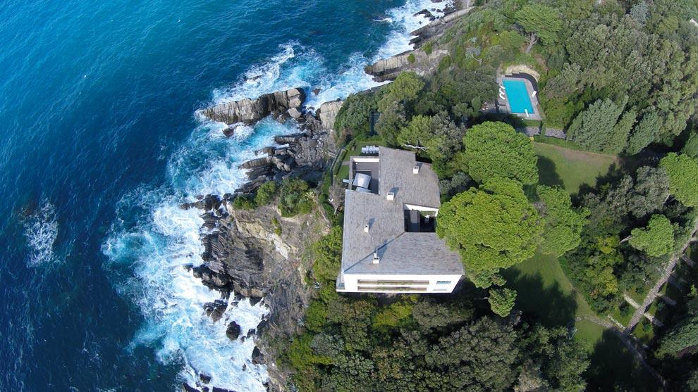 Villa in affitto sulla scogliera ligure, nei pressi di Sestri Levante.