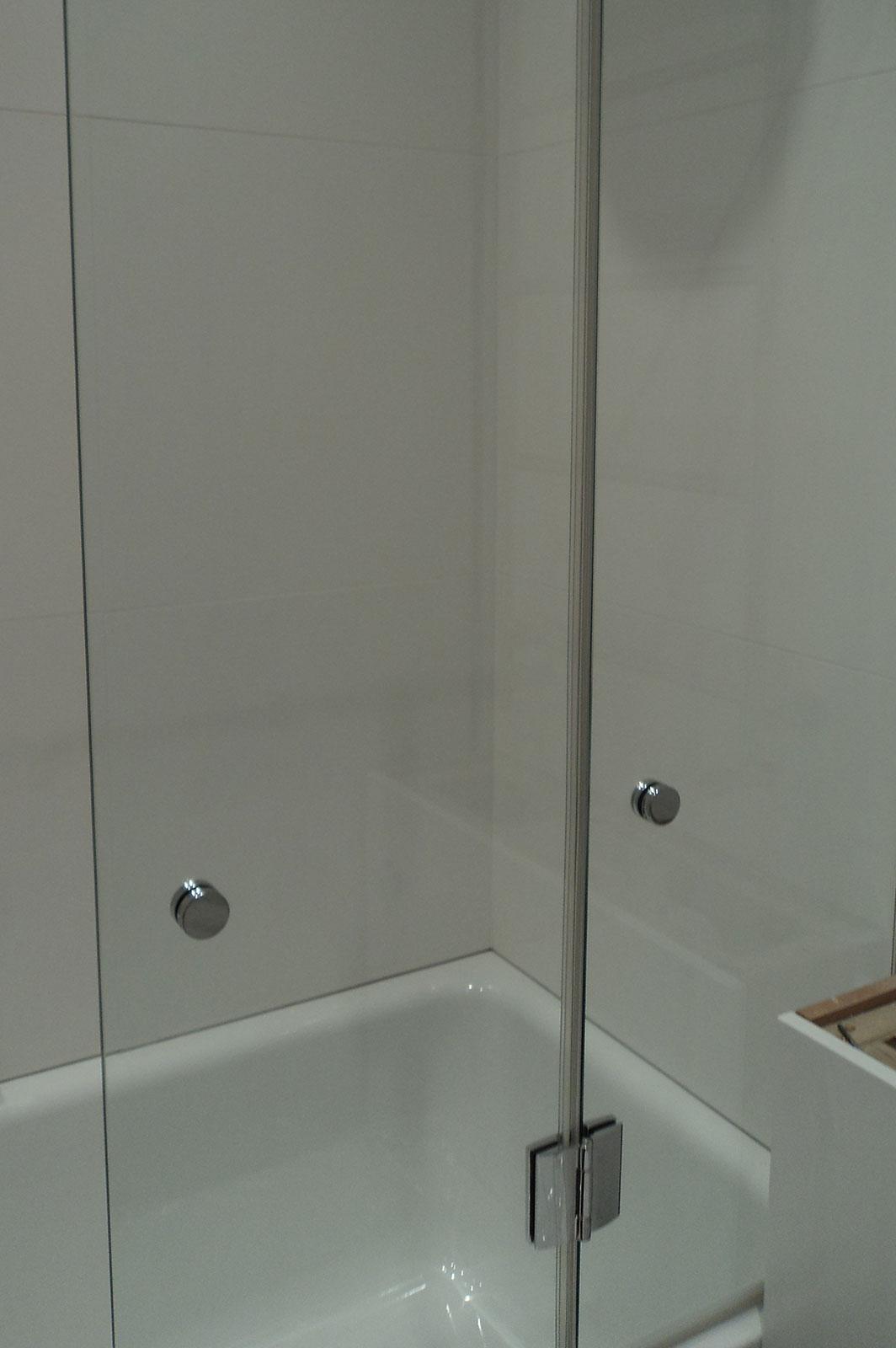 Bespoke Frameless Glass Bathscreen  Ionglass