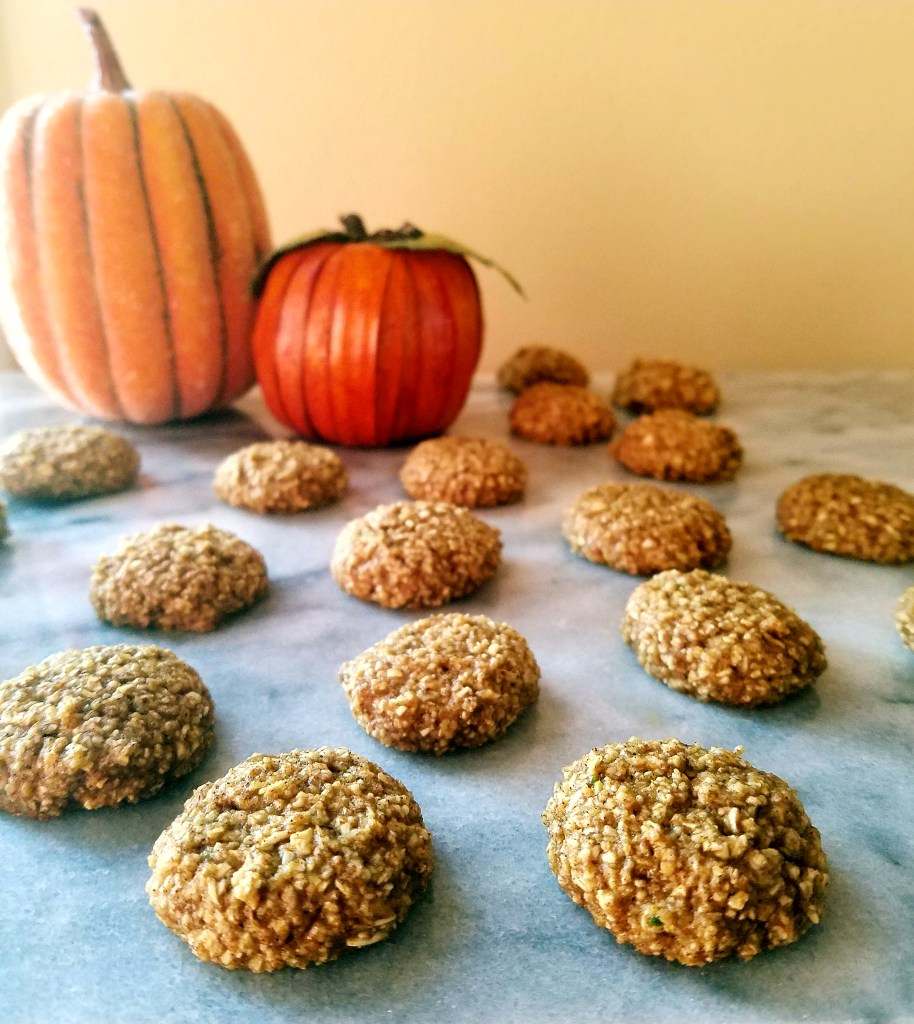 These healthy gluten free pumpkin spice oatmeal cookies are easy to make , and the perfect pop-able size!
