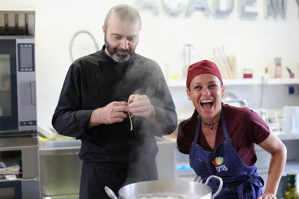 luciana milia vegan food maker allieva del 1 master di street food alla funny vegan academy con grande felicit ed entusiasmo gli stata accanto nelle