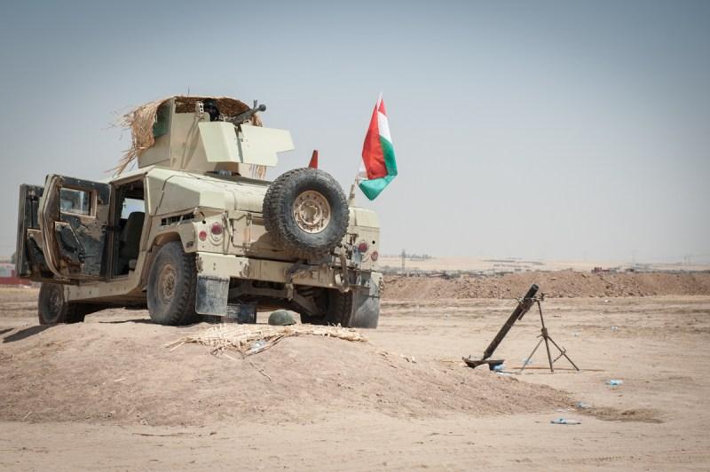 Εκτοξευτήρας όλμων σε φυλάκιο των κουρδικών δυνάμεων κοντά στο χωριό Qaraqosh. / Mortar of the Kurdish forces near the village of Qaraqosh.