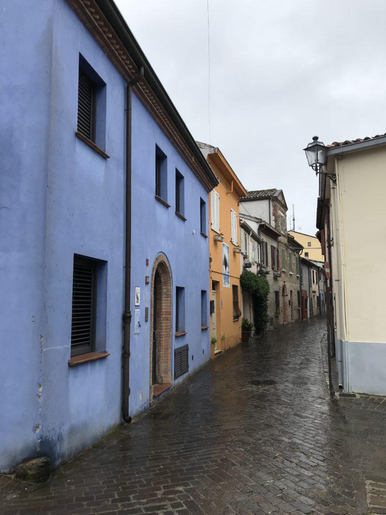 casa colorata a Borgo San Guliano
