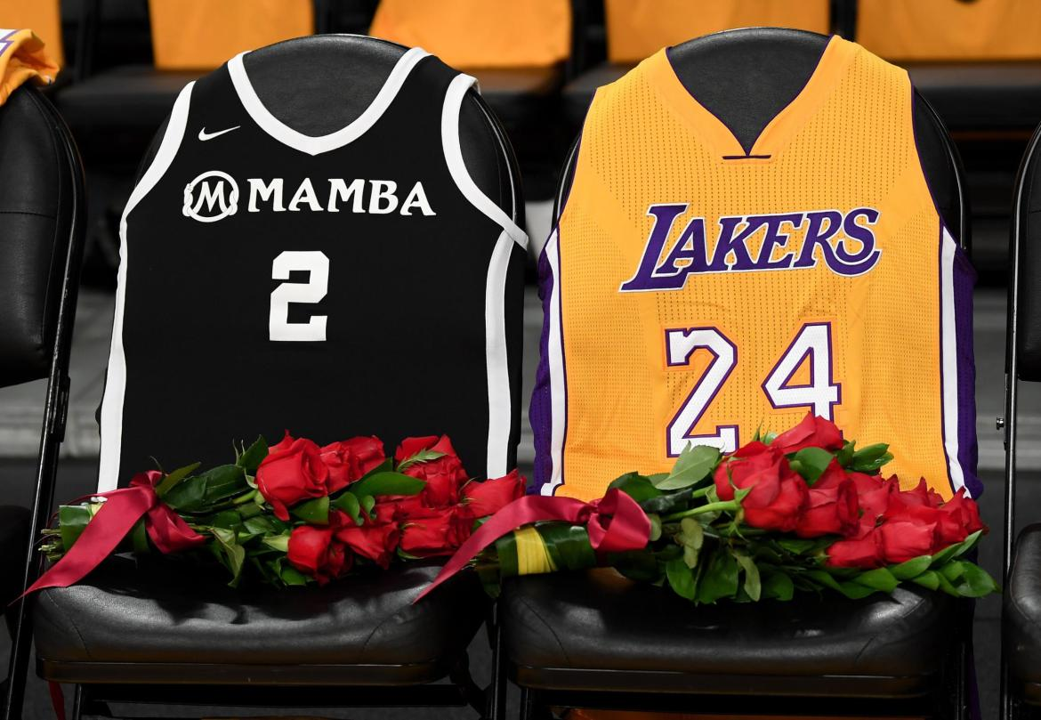 Lakers Honoring Kobe Bryant With Court Logo, Jersey Patch and T-shirt Draped Seats