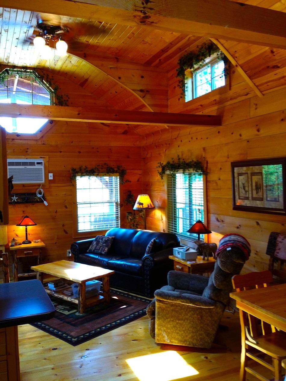 Fox Den 2 Bedroom Log Cabin  Iowa Cabin Rentals