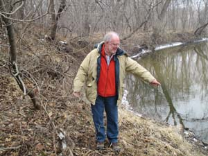 Cole Foster pointing to the spot where he found the Chavis gun in 1950 (photo by Neal Bowers