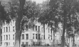 Postcard view of the Calhoun County Courthouse, where the grand jury dismissed charges against Mary Quade.