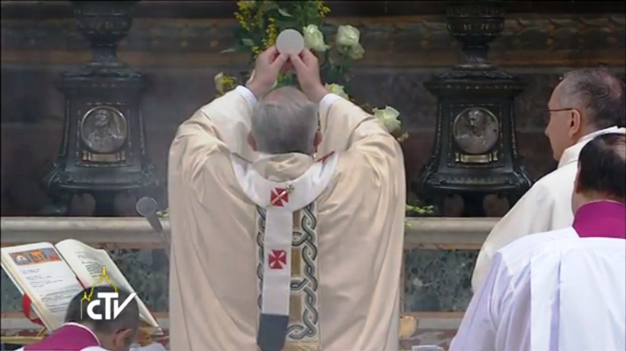 Pope Francis ad orientem 12 January 2014