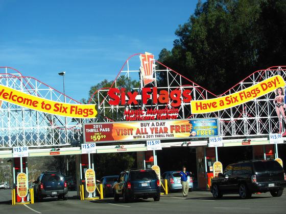 L'ingresso di uno dei parchi Six Flags nel mondo