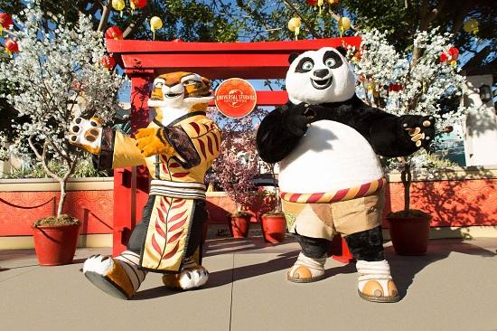 Gli Universal Studios di Hollywood celebrano il nuovo anno lunare, l'Anno del maiale