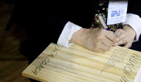 A placa de madeira
