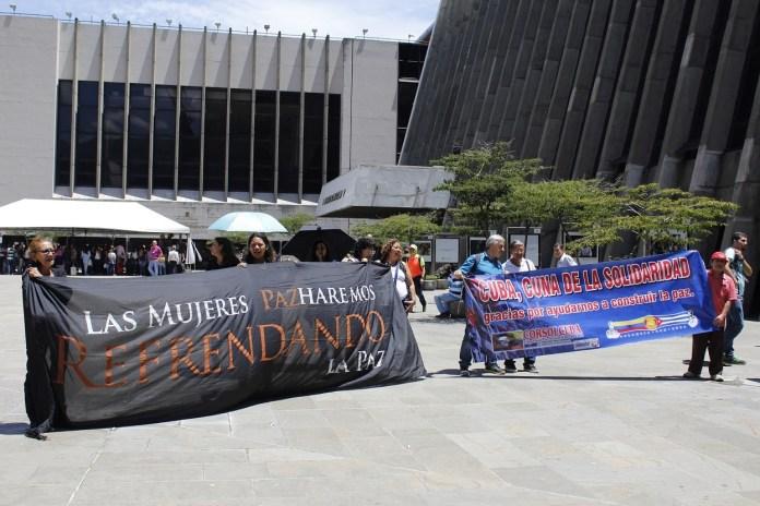Paz Mujeres Planton Medellin 19 may 2017