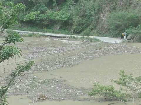 Puente basura_Foto Rios Vivos