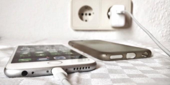 iPhone aufladen Energie Strom Batterie