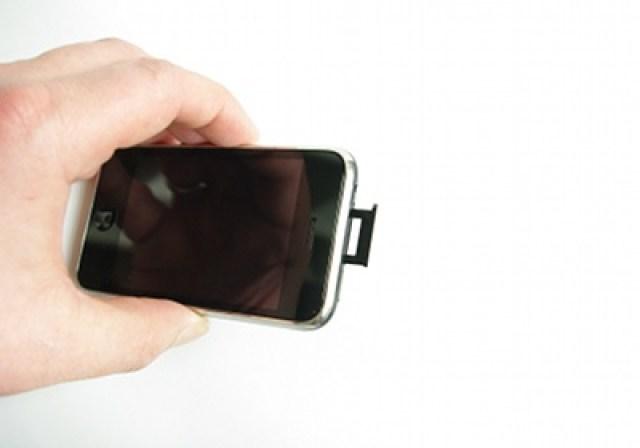 Kartenschlitten aus dem iPhone ziehen