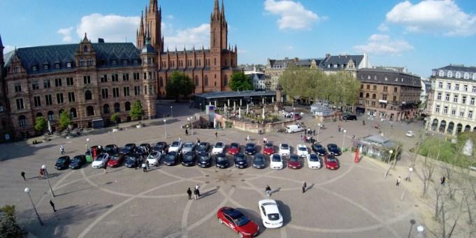 Telsa Rallye Stopp in Wiesbaden