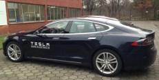 Tesla S in Blau