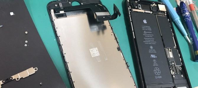 iPhone7 フロントパネル交換 札幌市南区より「スノーボードしていたら。。。」
