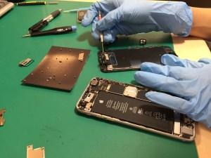 iPhone6s液晶故障修理中1025
