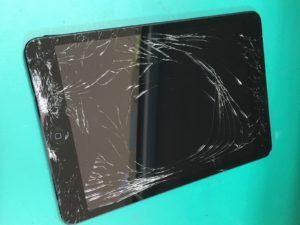 iPadガラス割れ修理!