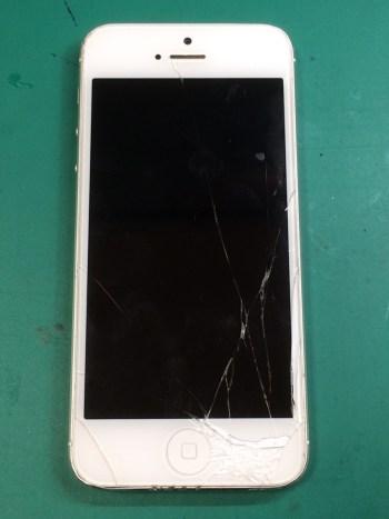 iPhone5修理前28/12/21