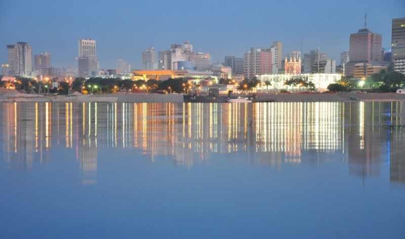 Asunción imponente vista desde el río Paraguay