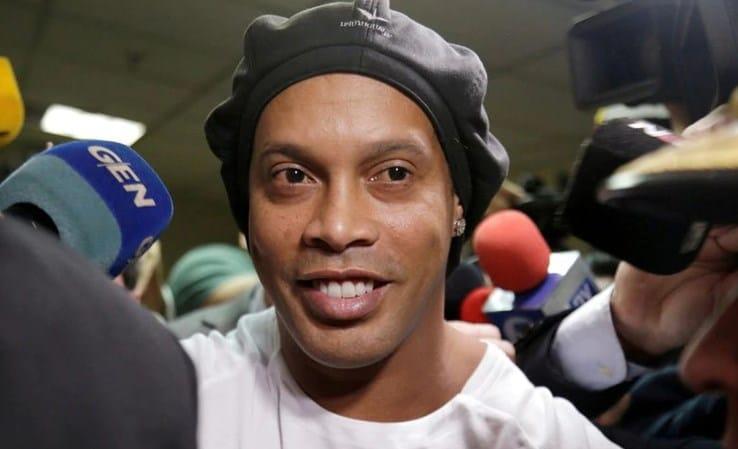 Ronaldinho mantiene su inocencia luego del arresto en Paraguay