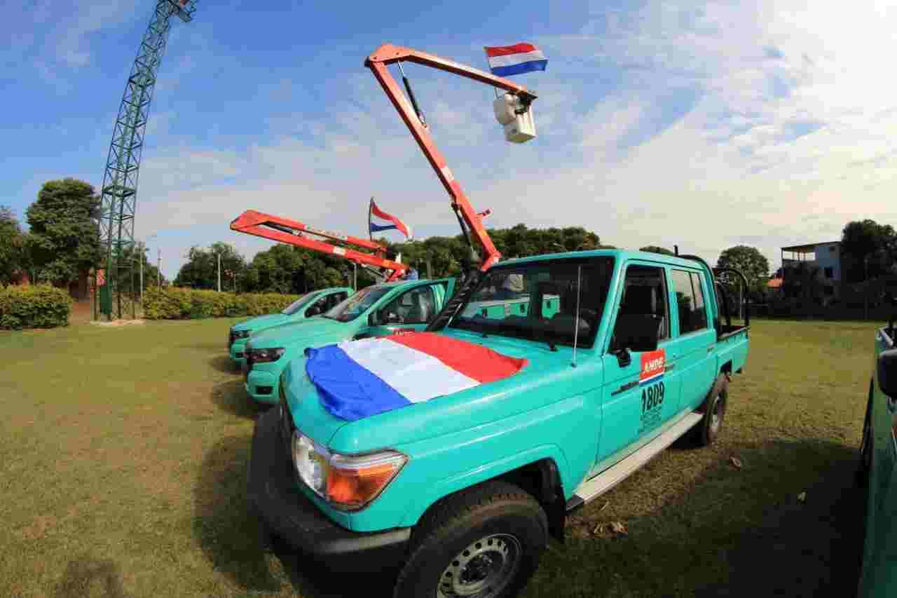 ANDE entrega 26 vehículos utilitarios para trabajos de mantenimiento