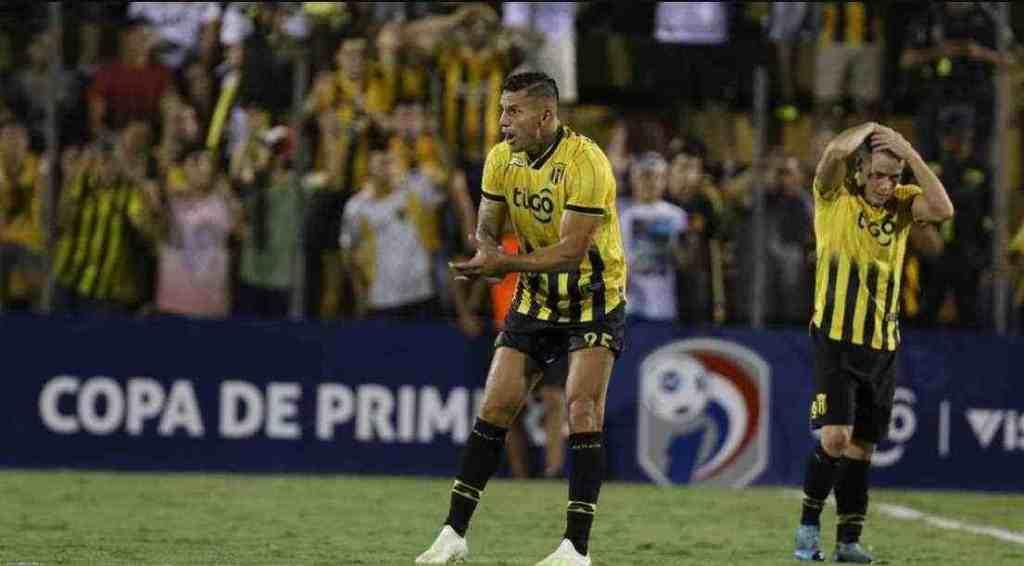 Fútbol paraguayo se posterga por casos positivos al Covid-19
